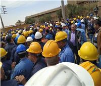 عمال ورشة كوم أبو راضي يستقبلون كامل الوزير بهتاف «هنطهرها ونطورها»