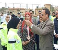 محافظ شمال سيناء يكرم الفتيات المقبلات على الزواج في الاحتفال بيوم اليتيم