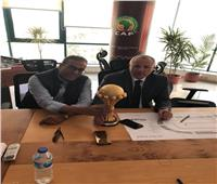 أبو ريدة وعزام مع كأس الأمم الإفريقية داخل مقر «كاف»