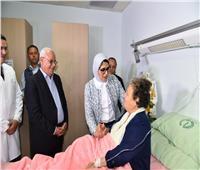 وزيرة الصحة ومحافظ بورسعيد يزوران المناضلة زينب الكفراوي