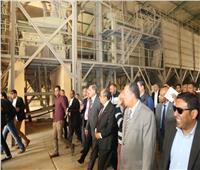 صور| وزير الزراعة ومحافظ أسيوط يتفقدان محطة غربلة التقاوي ببني غالب