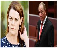 سارة هانسون تواجه عنصرية السيناتور الأسترالي «أنينج» بانتقادات لاذعة