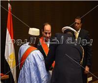 صور| الرئيس «السيسي» يتقلد أرفع وسام في جمهورية غينيا