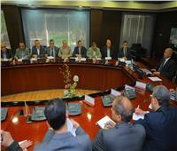 وزير النقل يتابع خطط تطوير وتدعيم ورش السكة الحديد