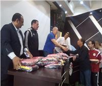 «شوبير» و«عبد الفتاح» يسلمان الملابس الجديدة للحكام