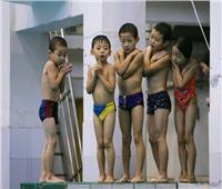 «إبرة خياطة» تكشف جريمة تعذيب لأطفال مدرسة بالصين