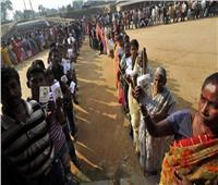 الهنود يتوافدون بأعداد كبيرة في اليوم الأول للانتخابات