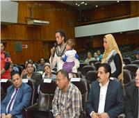 محافظ أسيوط يكرم سائقة تروسكيل ولاعبة جمباز ورئيس قرية