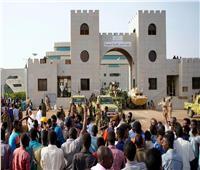 المجلس العسكري السوداني: الحكومة الجديدة ستكون مدنية ..ولن نسلم «البشير» للخارج