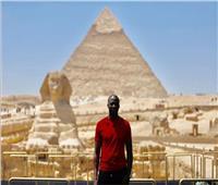 بالفيديو| قبل انطلاق قرعة أمم أفريقيا.. «يايا توريه» ينشر صورته من الأهرامات