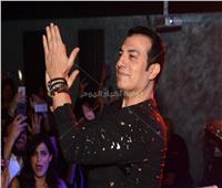 صور| إيهاب توفيق يشعل حفله بالشيخ زايد بحضور نجوم الفن