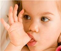 «مص الإصبع» ..أسبابه ونصائح للتخلص منه