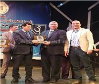 أشرف صبحي يكرم مديرية الشباب والرياضة بسوهاج