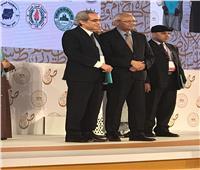 أستاذً بـ«دارعلوم المنيا» يفوز بأكبر جائزة في اللغة العربية عالميا