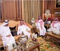 الملك سلمان يبحث مع بن زايد مستجدات الأحداث بالشرق الأوسط