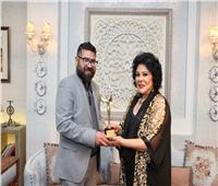 إهداء جائزة «نيش» لصاحبة السعادة