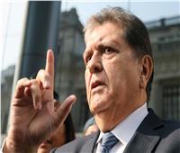 رئيس البيرو السابق جارسيا يطلق الرصاص على نفسه أثناء محاولة اعتقاله