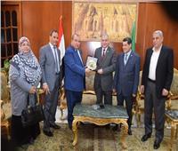 قرمان يستقبل الكاتب الصحفي رفعت فياض بجامعة المنوفية