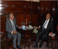 وزير الزراعة يبحث مع أمين جائزة خليفة تكثيف التعاون للنهوض بصناعة التمور