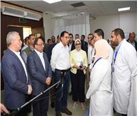 رئيس الوزراء يُتابع المبادرة الرئاسية «نور حياة» بمدرسة وادي الملكات بالأقصر