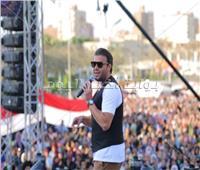 صور| رامي صبري يُشعل حفل جامعة عين شمس