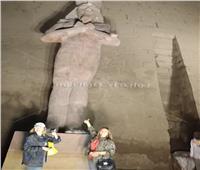 يسرا وليلى علوي يلتقطان الصور التذكاريةمع تمثال رمسيس الثاني