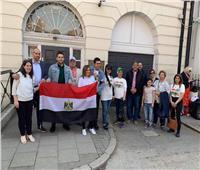 بالصور| المصريون يتوافدون على السفارة في لندن للإدلاء بأصواتهم في الاستفتاء