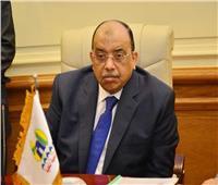 وزير التنمية المحلية يدلي بصوته بمدرسة الحرية في مصر الجديدة