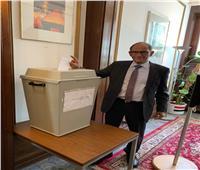 هاني عازر يدلي بصوته في استفتاء التعديلات الدستورية بألمانيا