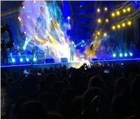 عمرو دياب يبهر جمهوره بـ «ميدلي» أغانيه القديمة