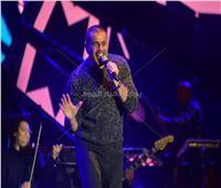 عمرو دياب يعلنها: «قال فاكرينك» في الألبوم الجديد