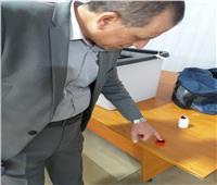 رئيس المطارات يدلي بصوته في الاستفتاء بلجنة مطار القاهرة