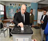 وزير الإسكان يدلي بصوته في استفتاء التعديلات الدستورية بمدرسة المقطم الرسمية لغات