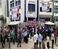 رئيس جامعة دمنهور يقود مسيرة حاشدة للحث على المشاركة في الاستفتاء