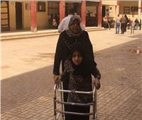 مسنة تصطحب جارتها للتصويت بالاستفتاء: لازم نشارك عشان مصر