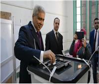 محافظ المنيا يدلي بصوته: علينا إظهار الوجه الحضاري للشعب المصري