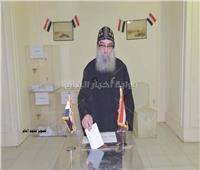 تصويت المصريين في الخارج  راعي كنيسة مارمرقس بالكويت يدلي بصوته في الاستفتاء