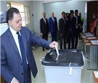 صور  وزير الداخلية يدلي بصوته فى الاستفتاء على التعديلات الدستورية