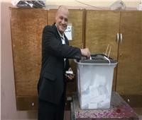 بالصور.. خالد ميري رئيس تحرير «الأخبار» يدلي بصوته في الاستفتاء