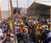 بالسترات والخوذات الصفراء.. عمال مصر أيقونة أول أيام الاستفتاء على التعديلات الدستورية