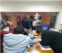 صور.. أمير كرارة يدلي بصوته في لجنة ميناء بالإسكندرية