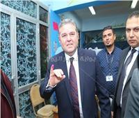 وزير قطاع الأعمال العام يدلي بصوته في الاستفتاء