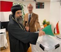 صور| أسقف نيويورك يشارك في الاستفتاء على التعديلات الدستورية