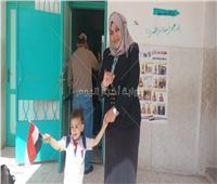 صور.. أول مأذونة بمصر تدلي بصوتها في العرس الديمقراطي بالشرقية