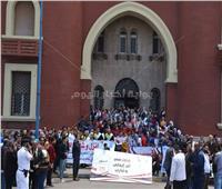 محافظ الإسكندرية ورئيس الجامعة يشاركان في وقفة لتأييد التعديلات الدستورية