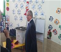 رئيس محكمة البحر الأحمر يدلى بصوته في الاستفتاء بالغردقة