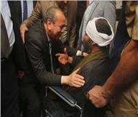 محافظ كفر الشيخ يقبل رؤوس كبار السن والمرضى المشاركين في الاستفتاء