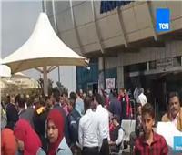 شاهد| زحام داخل مطار القاهرة للمشاركة في الاستفتاء