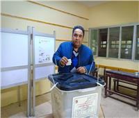 محمد علي خير يدلي بصوته في الاستفتاء.. ويحث المواطنين على المشاركة
