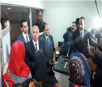 """بعد شكواه من غلق نفق سيدي جابر.. وزير النقل لشاب: """"قابلني هنا الأسبوع الجاي"""""""